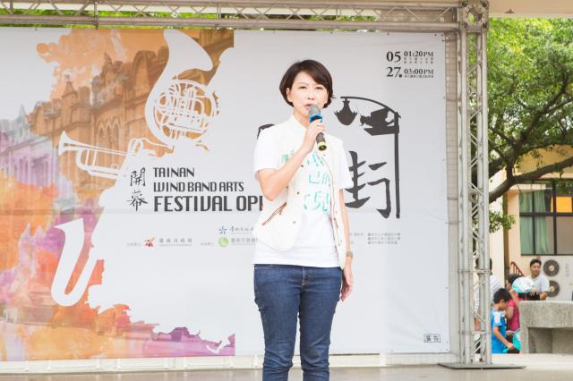 立法委员陈亭妃爆台湾业者自中国大陆输入云端伴唱机在台贩售,歌曲内容不乏洗脑统战歌曲,要求相关单位澈查与研拟应对机制。