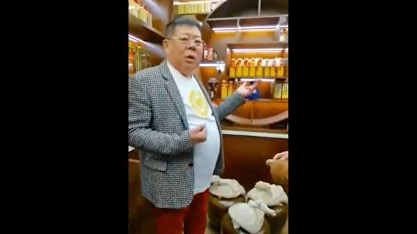 海南政协常委张泰超炫富:满屋茅台 一个马桶20万
