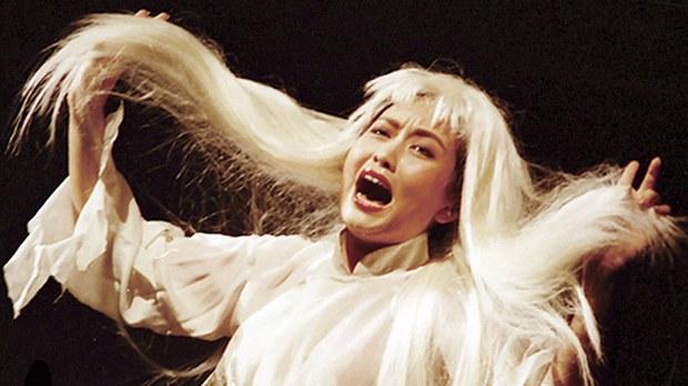 资料图片:2015年彭丽媛任艺术指导歌剧《白毛女》海报照。(图片来源:公有领域)