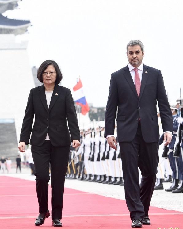總統蔡英文2018年以軍禮歡迎來訪的巴拉圭共和國總統阿布鐸。