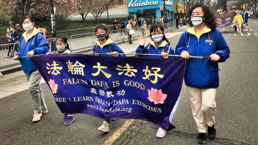 法轮功学员纪念四.二五纽约大游行(图片来源:SOH/金宇)