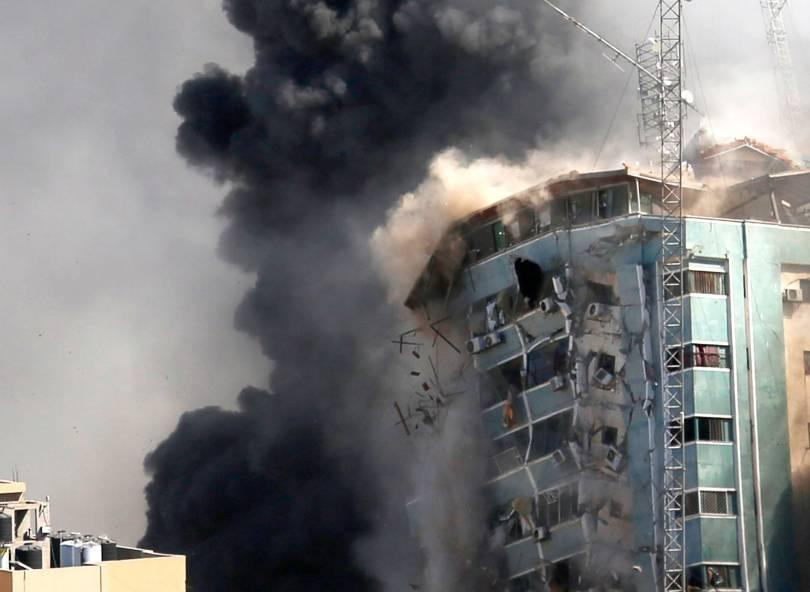 国际媒体所身处的媒体大楼,遭到以色列军方以导弹轰炸。