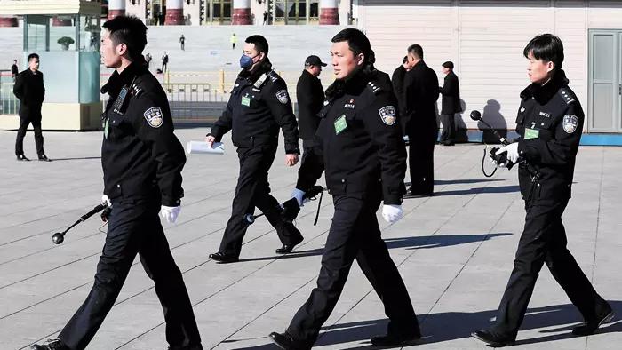 图为北京警察在巡逻中(图片来源:美联社)
