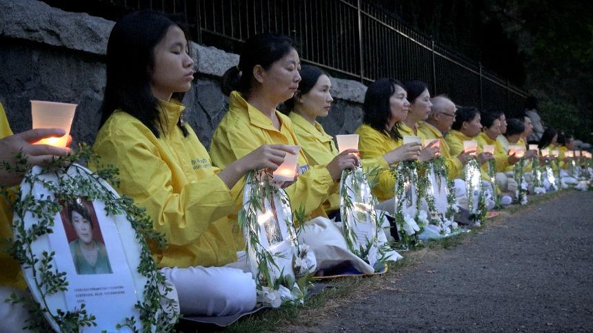 反迫害超越政治 温哥华中领馆前点亮烛光