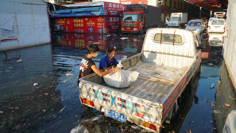 7月26日,受灾后的河南新乡。(图片来源:AP)