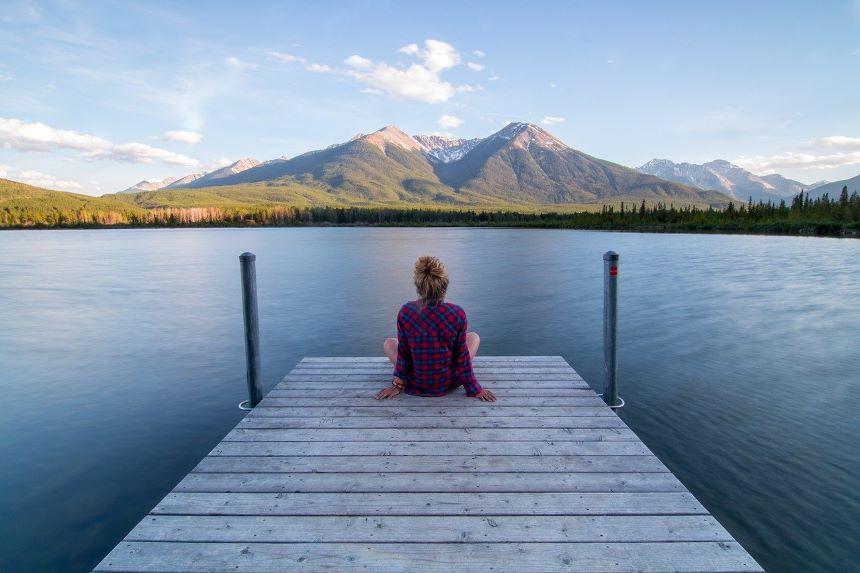 散熱由心靜,涼生為室空。此時身自得,難更與人同。(pixabay)
