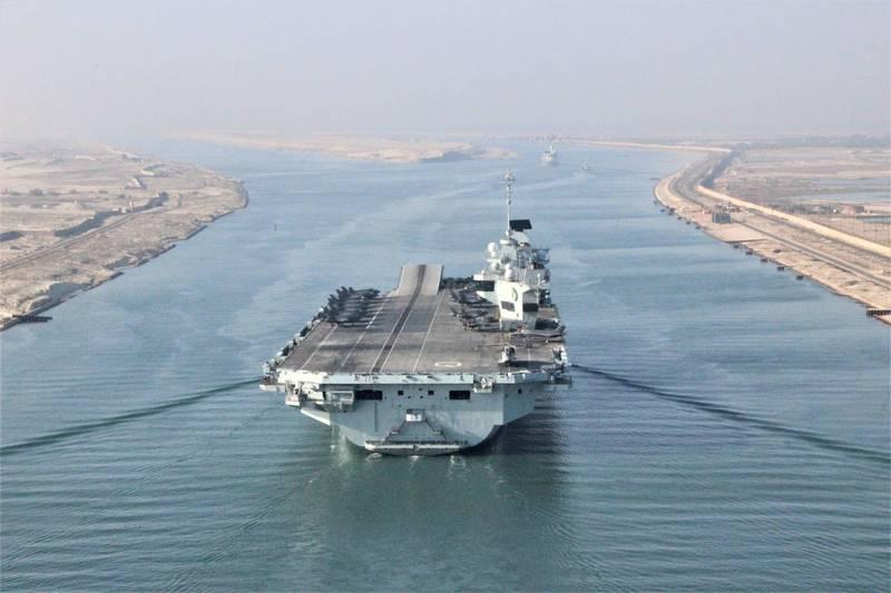 英国皇家海军伊莉莎白女王号航舰打击群7月6日通过苏伊士运河。