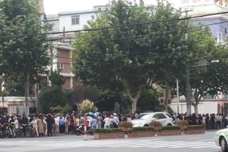 两千访民聚中央巡视组办公地 吁清算上海贪官