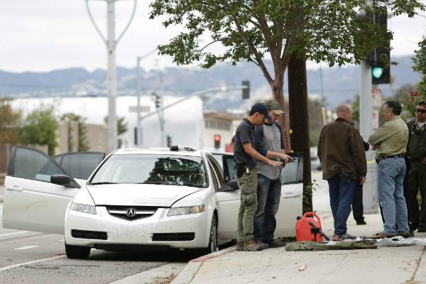 洛杉矶逮捕携带武器男子 动机尚不明