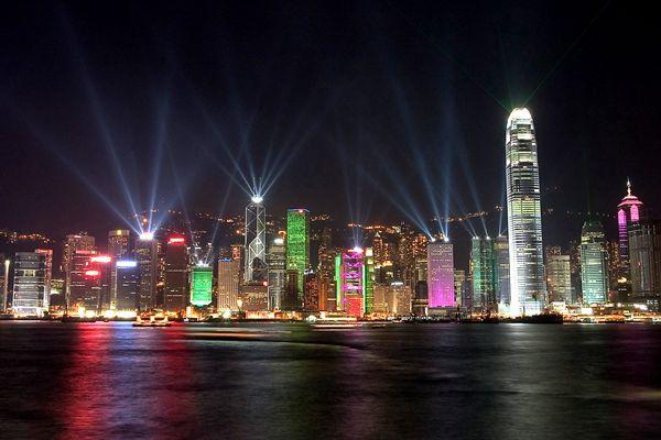 调查指香港人生活转差 42%欲移民离港