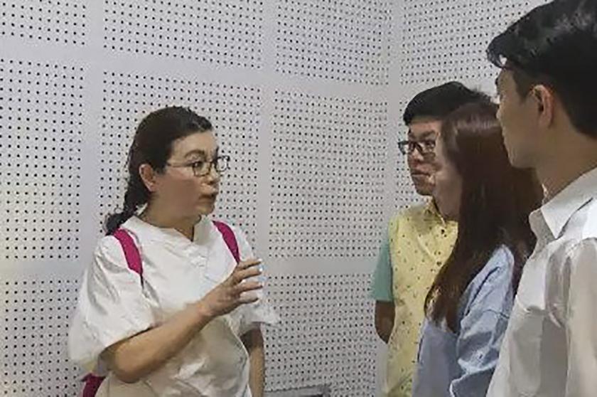 江泽民情妇离开央视才两年 变样了(图)