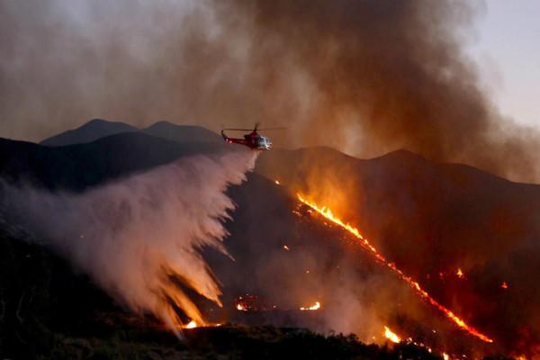 南加州大火吞噬1.1万亩田地 1,500栋房屋危急