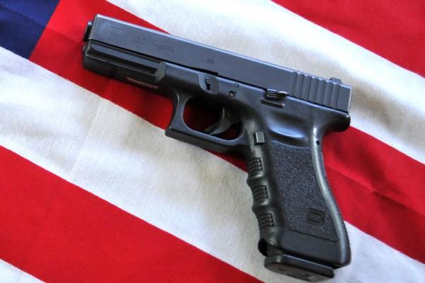 最新民调:近2/3美国民众支持更严格枪控