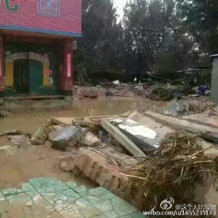 河北洪灾泛滥 18水库集体泄洪 民众仓促逃生