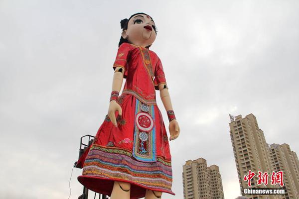 """这个来自西班牙的洋娃娃,走的却是""""中国风""""路线,看上去又像在上演恐怖片......"""